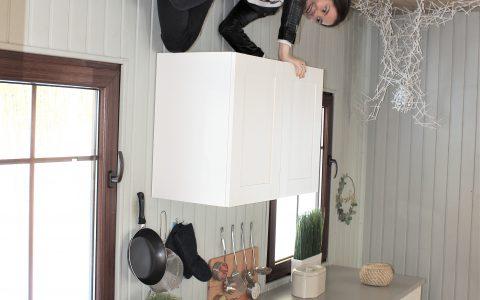 virtuvė apverstame name
